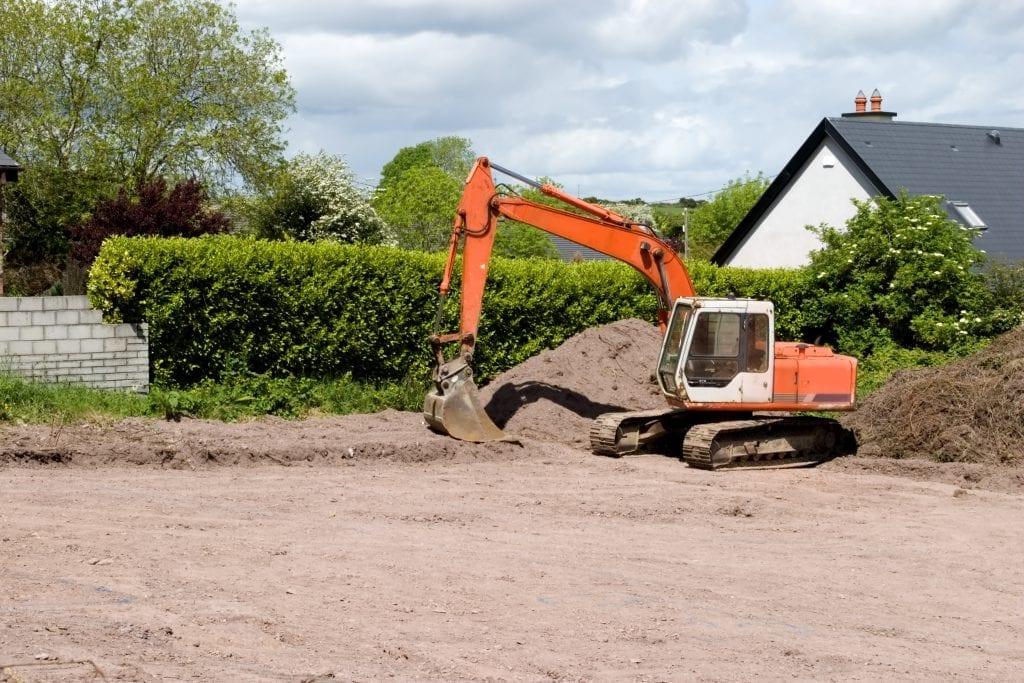 graafmachine tuin uitgraven egaliseren afgraven grondverzet tuin ophogen