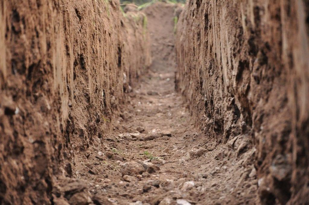 grondverzet sleuf graven uitgraven fundering