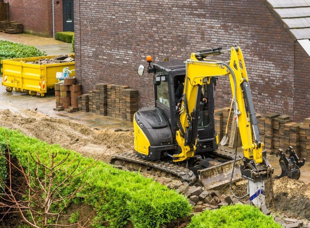 minikraan tuin uitgraven ontgraven egaliseren grondverzet